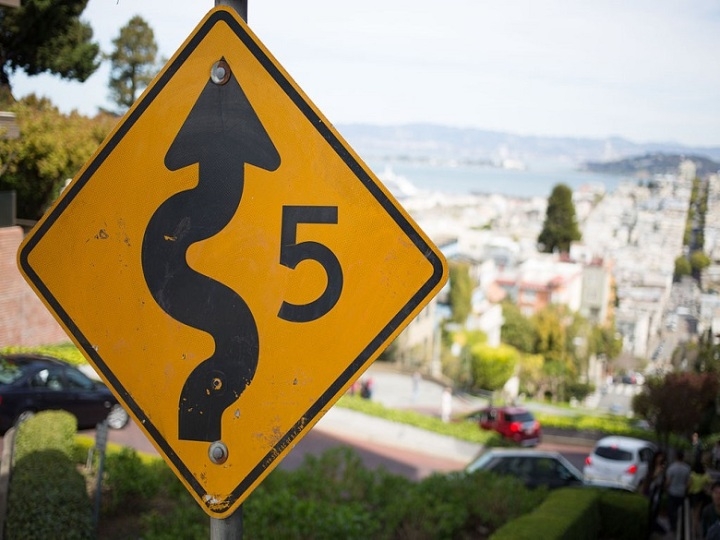 1024px-lombard_street_san_francisco_sign_photowalkabout_march_23_2013-8673
