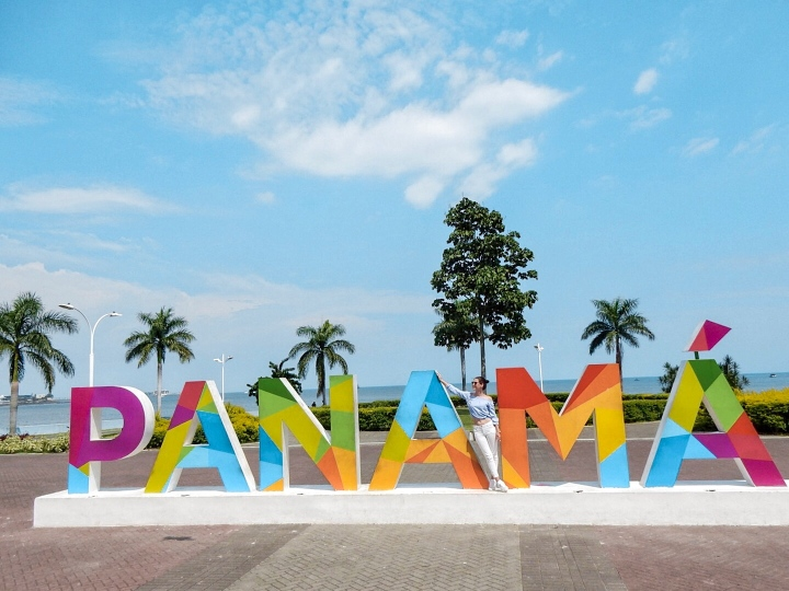 Panama-sign-letters