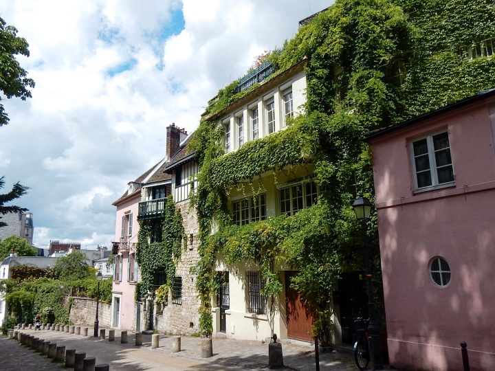 Paris-Montmartre-Street