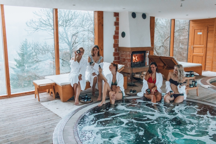 SPA weekend with girls and AfroditaCosmetics