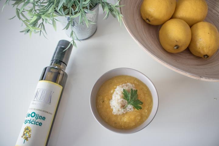 Bučna juha s kvinojo – 8mesecev
